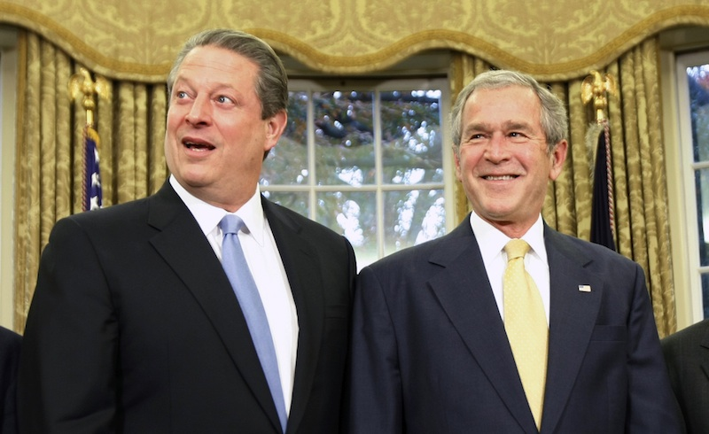 Cuộc bầu cử tổng thống năm 2000 George W. Bush và Al Gore từng có tiền lệ